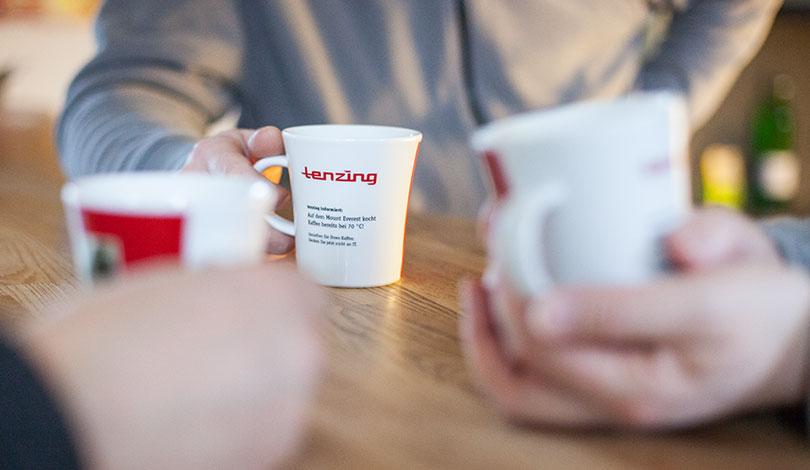 tenzing Kaffeetassen bei einer Besprechung